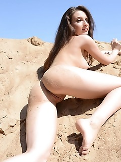 Free sweetheart sensually goddess girls in the desert