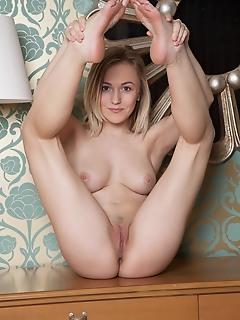 Big tits on blonde hottie